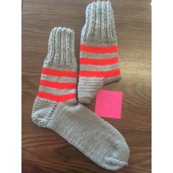 Ponožky šedá, červený pruh